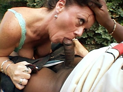 Mature De Bella Sucking a black Meat